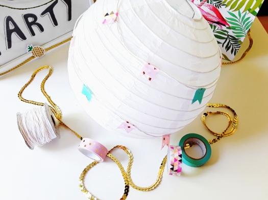 Papierlaterne mit Washi-Tape dekoriert